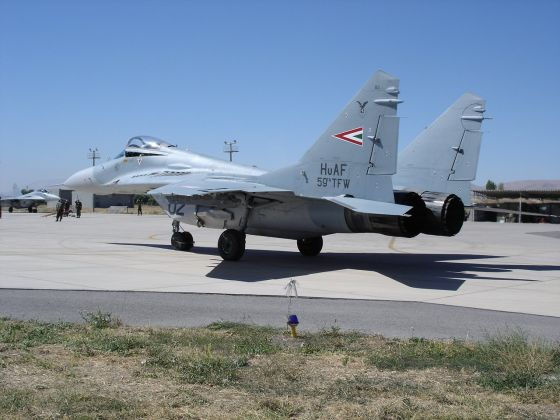 Hungary to sell remaining in the country by Soviet tanks and fighter planes