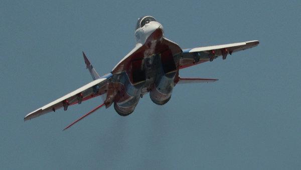 First Indian MiG-29 Fighter Jet Lands on Vikramaditya